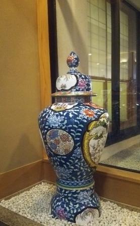 和食レストラン湧水亭の壷